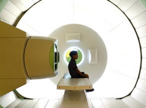 Proton therapy machine