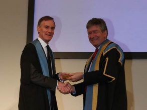 Professor David Hansell being awarded the RCR Gold Medal by Dr Giles Maskell, RCR President